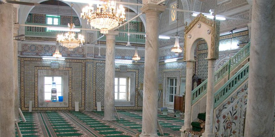 شاشات تلفاز في المساجد