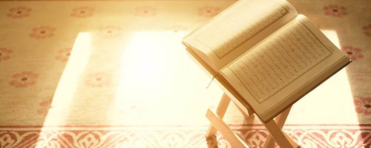 قولُ سيّدِنا إبراهيمَ عن الكَوكَب حينَ رءاه (هذَا رَبّي) فهوَ على تَقدِير الاستِفهَام الإنكَاريّ
