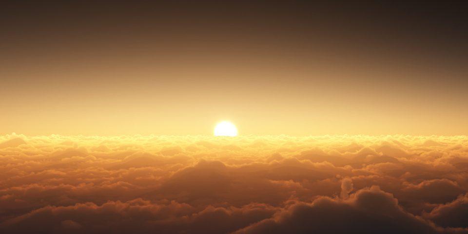 الصائم يفطر حين يغيب كامل قرص الشمس وليس قبل ذلك والدليل قَوْلُهُ تَعالى (ثُمَّ أَتِمّوا الصِّيامَ إِلى اللَّيْلِ)